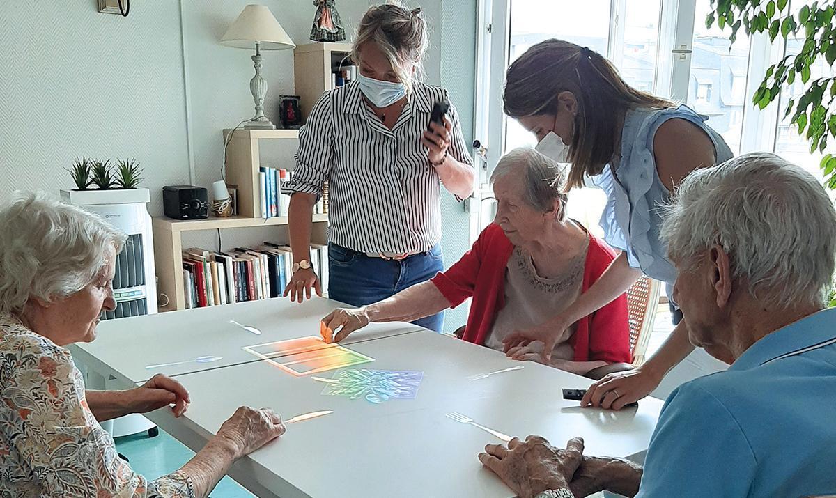 Le club Rotary Évreux Beffroi apporte de la magie dans les EHPAD