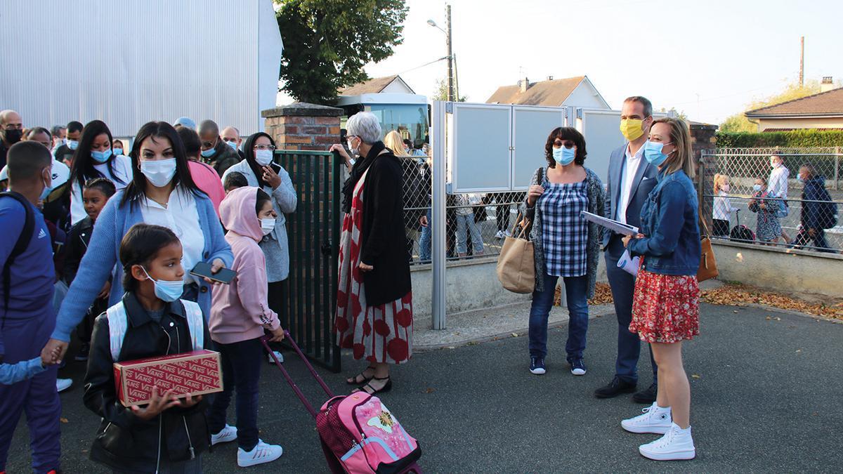 Les élus en visite à l'école Louis-Pergaud