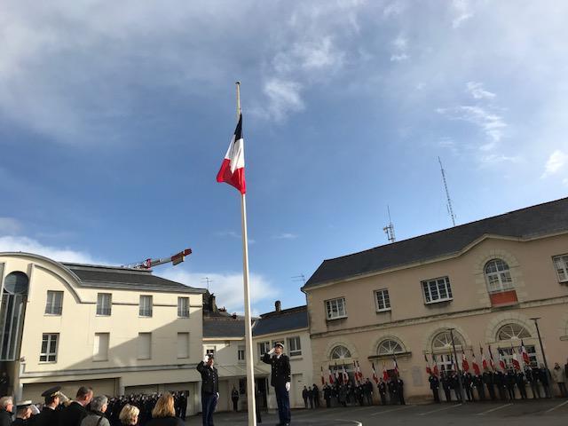 Des élèves présents à la cérémonie d'hommage aux gendarmes