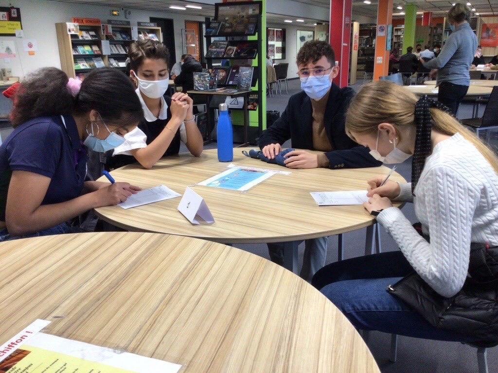 Les lycéens en bac STMG à la rencontre des secondes pour briser les tabous de leur formation