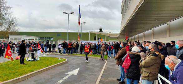 Mobilisation inédite à Renault-Lardy : nous étions plus de 400 salariés contre le plan de départs « pas si volontaires que ça » de Renault !