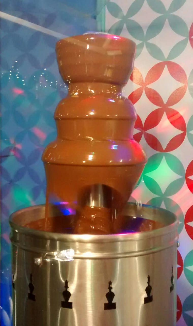 Cascata - Frutas com Chocolate