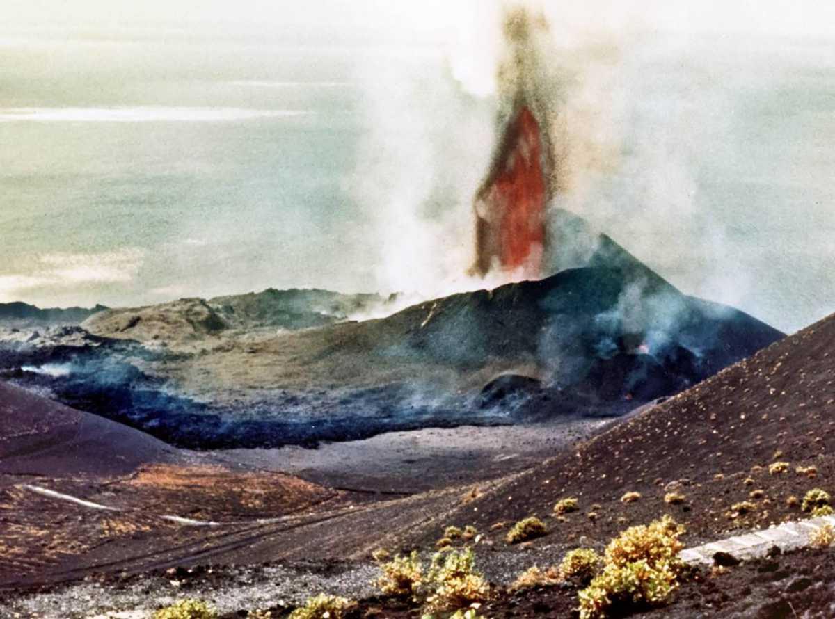 Uitbarsting van de vulkaan Teneguía op La Palma, 50 jaar geleden