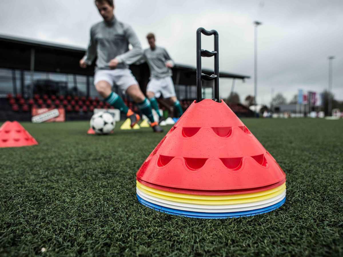 11teamsports erweitert Sortiment um Fußballequipment