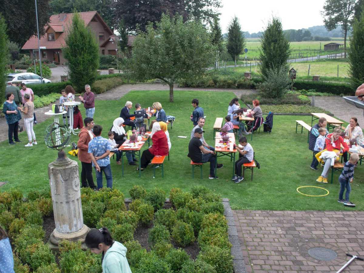 Internationales Sommerfest im Garten des St. Vitus Hauses