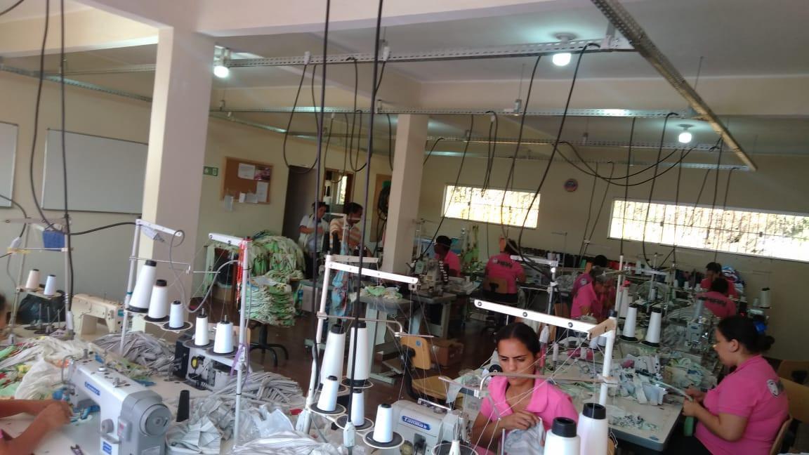 Projeto profissionaliza confeccionistas e eleva renda em 66%