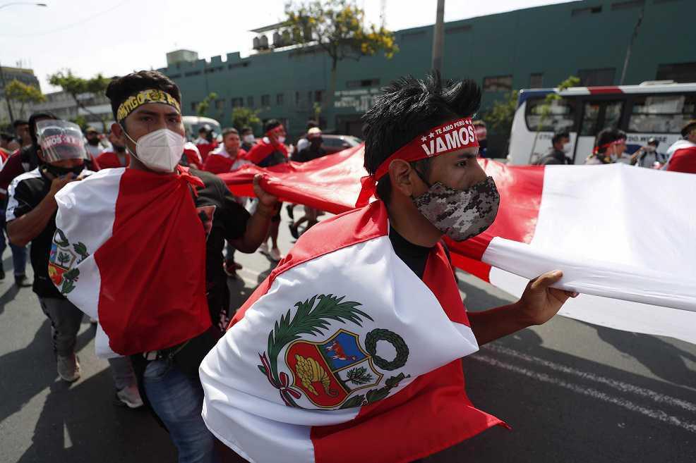 Peru: bispos pedem diálogo