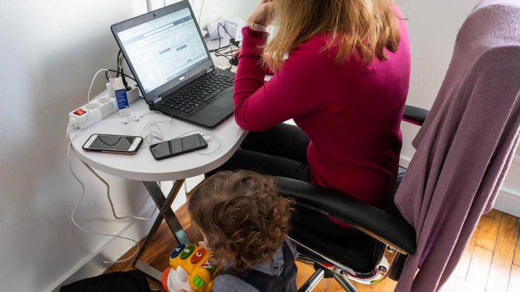 """Beaucoup de salariés """"souffrent socialement"""" du travail à domicile"""