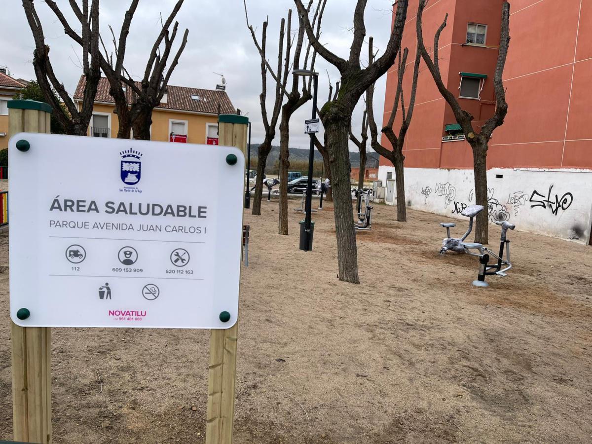 Dos nuevos parques biosaludables se instalan en la calle Juan Carlos I y calle Jardines