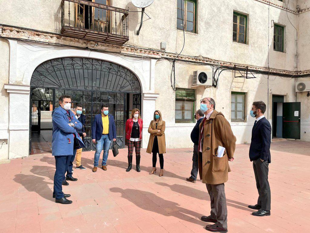 Ayuntamiento y Comunidad abordan futuras inversiones en los colegios públicos