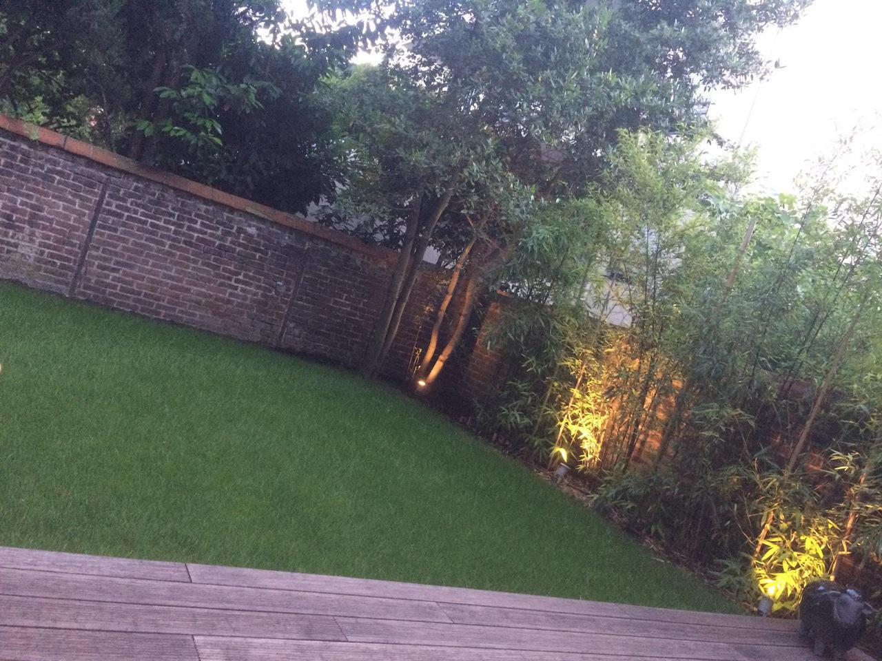 Pelouse et terrasse en bambou