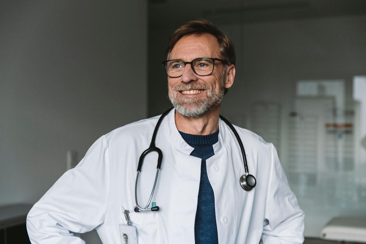 les médecins du travail peuvent à nouveau prescrire des arrêts de travail et réaliser des tests