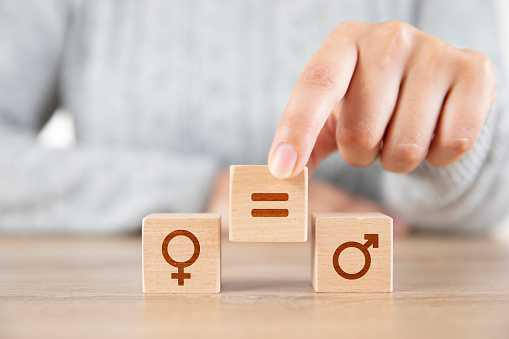 Les Français de plus en plus conscients des inégalités entre les femmes et les hommes, selon une étude.