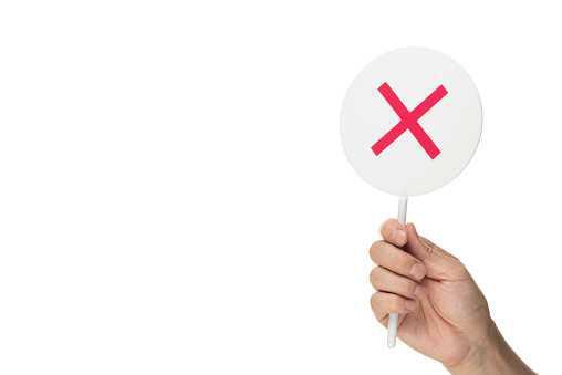 Le salarié conserve le droit de contester une rétrogradation acceptée par avenant contractuel.