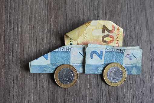 Taxe sur le transport routier de marchandises sur les routes .