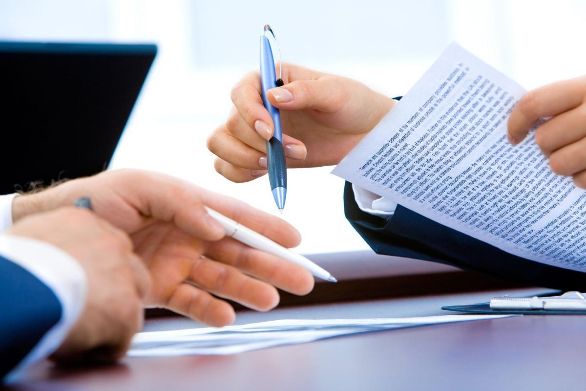 Contrat de travail CDD successifs requalifiés en CDI.