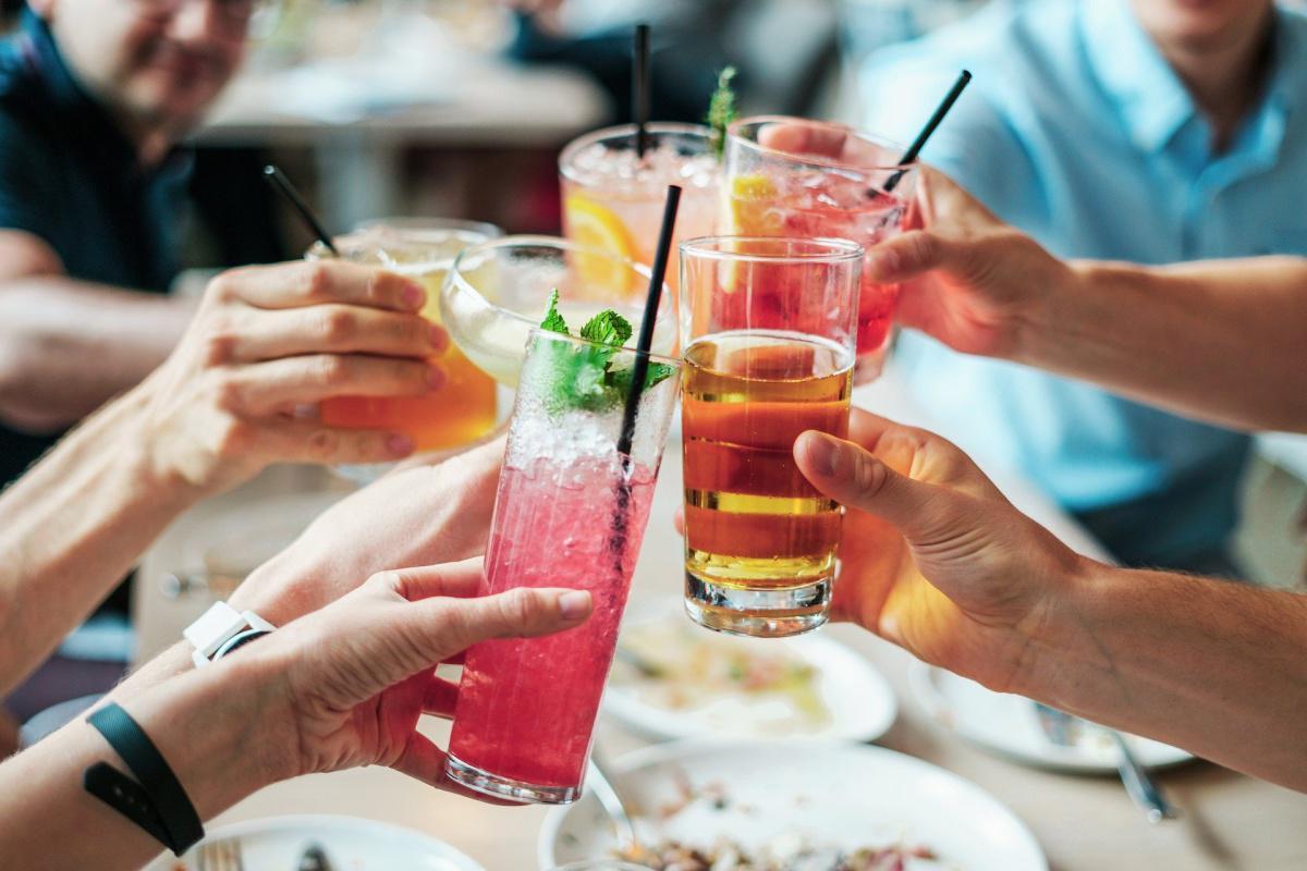l'alcool au travail peut-il être totalement interdit par l'employeur ?