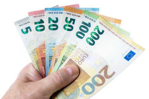 Difficultés financières : demande d'un acompte sur salaire.