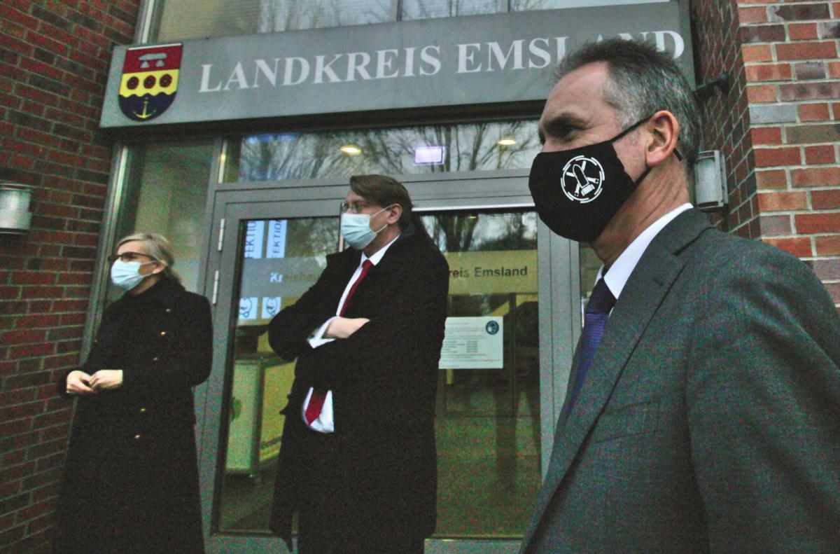 WTD Direktor und Landrat besuchen Gesundheitsamt