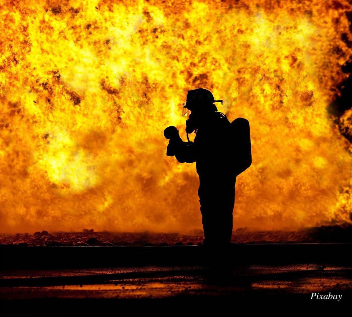 Sapeur-pompier professionnel ayant, pour raisons personnelles d'ordre politique, refusé de participer à l'hommage organisé pour les victimes d'attentats