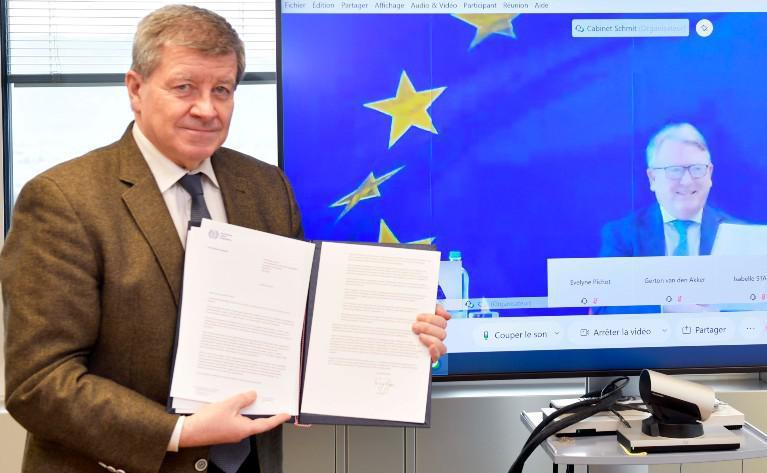 L'UE et l'OIT renforcent leur coopération...