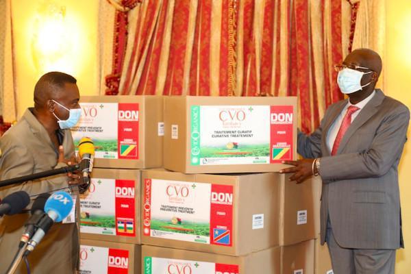 Florent Ntsiba réceptionne le remède malgache contre le Covid-19