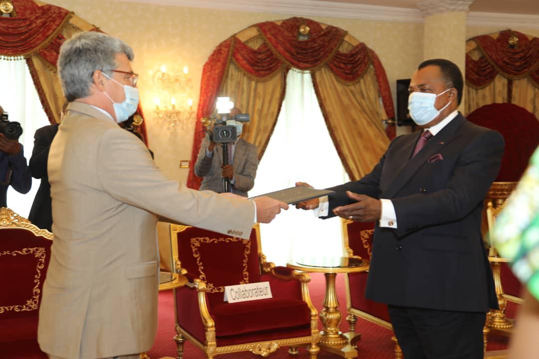 Diplomatie. Denis #Sassou N'Guesso reçoit les lettres de créances des ambassadeurs du #Tchad et de l'#UE
