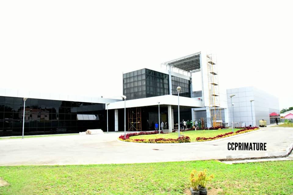Santé. Le PM Collinet Makosso visite le CHU-B et l'hôpital de Nkombo