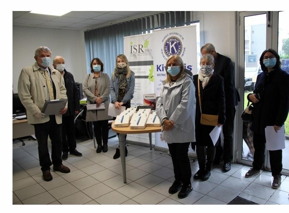 Chez notre partenaire ISR Pro distribution des tablettes aux  ehpad de l'Aveyron.