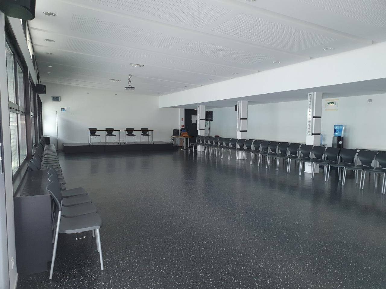 Salle polyvalente intérieure