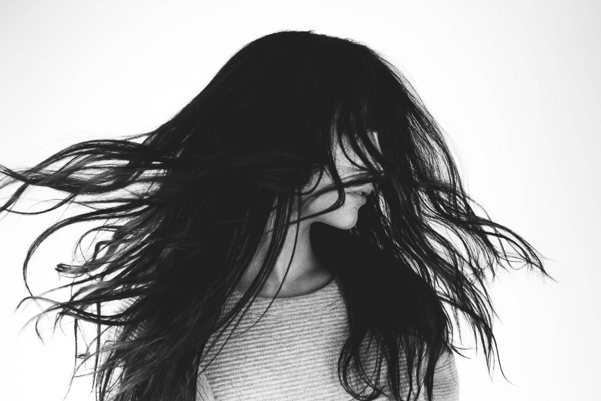 Combien de temps les cheveux portent la trace de l'exposition à la pollution?