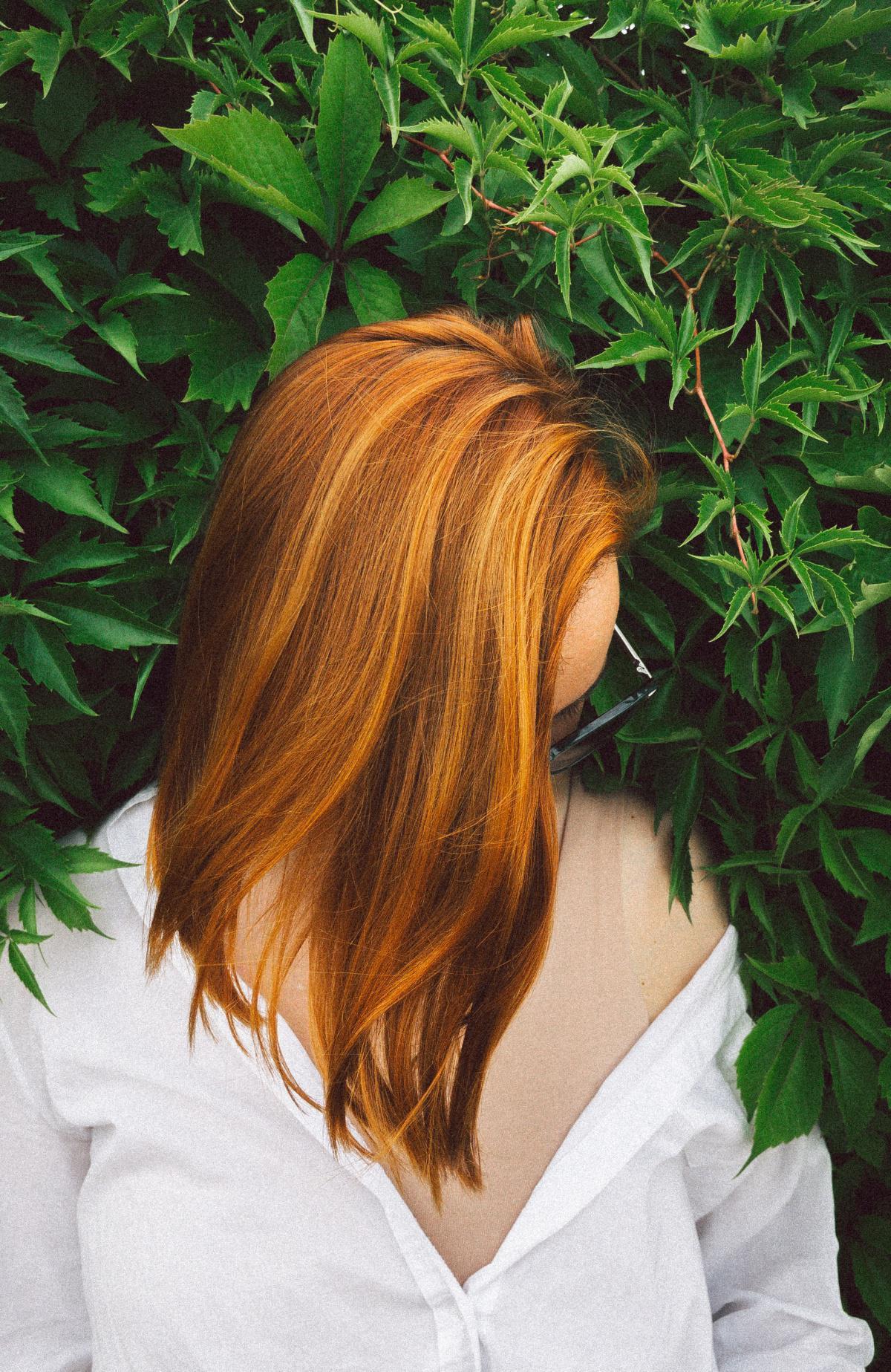 Quelle est l'influence de la couleur naturelle des cheveux sur les résultats d'une analyse de cheveux?