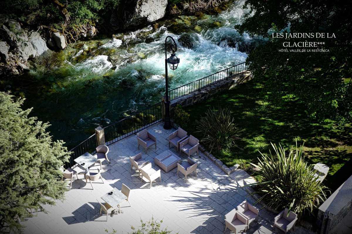 Hôtel les Jardins de la Glacière***