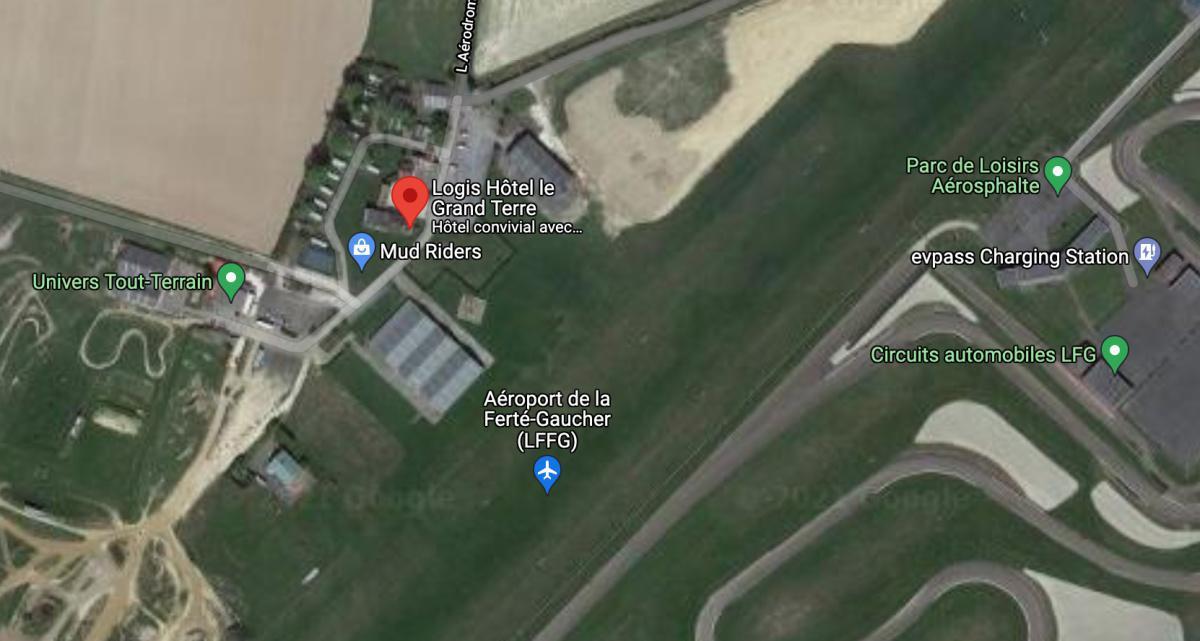 Hôtel, Bungalows, Bar & Restaurant Le Grand Terre 🛩 LFFG LA FERTE GAUCHER