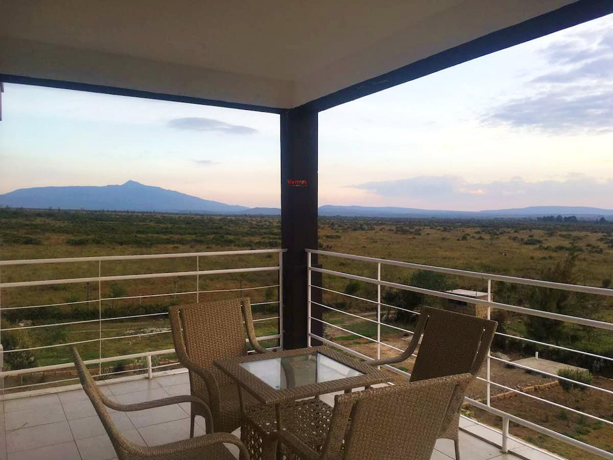 The Savannah Experience: Stay in this 4BR Villa from 3279 Per Person!
