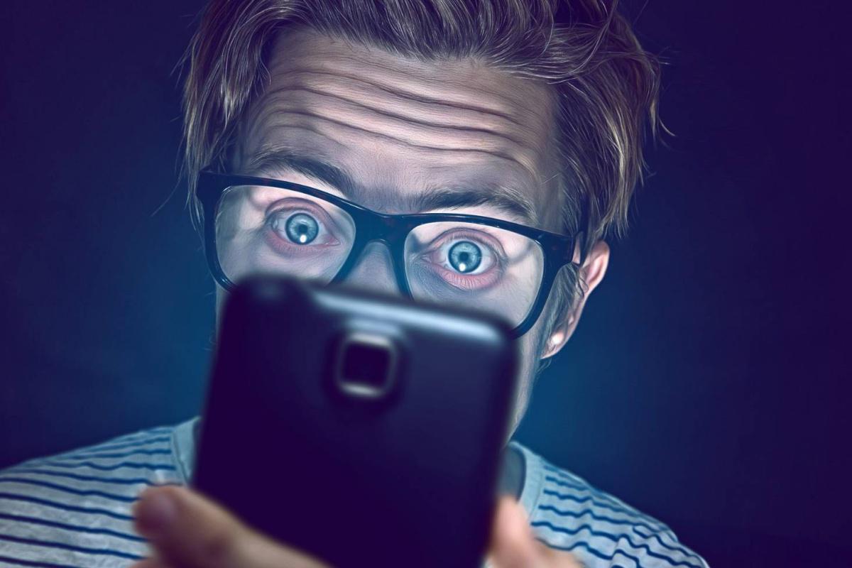 La piel de tu rostro se resiente cada vez que usas el móvil.