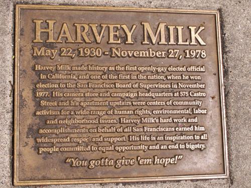 Harvey Milk icono al que se le conmemora todos los años por haber sido un gran icono LGTB+
