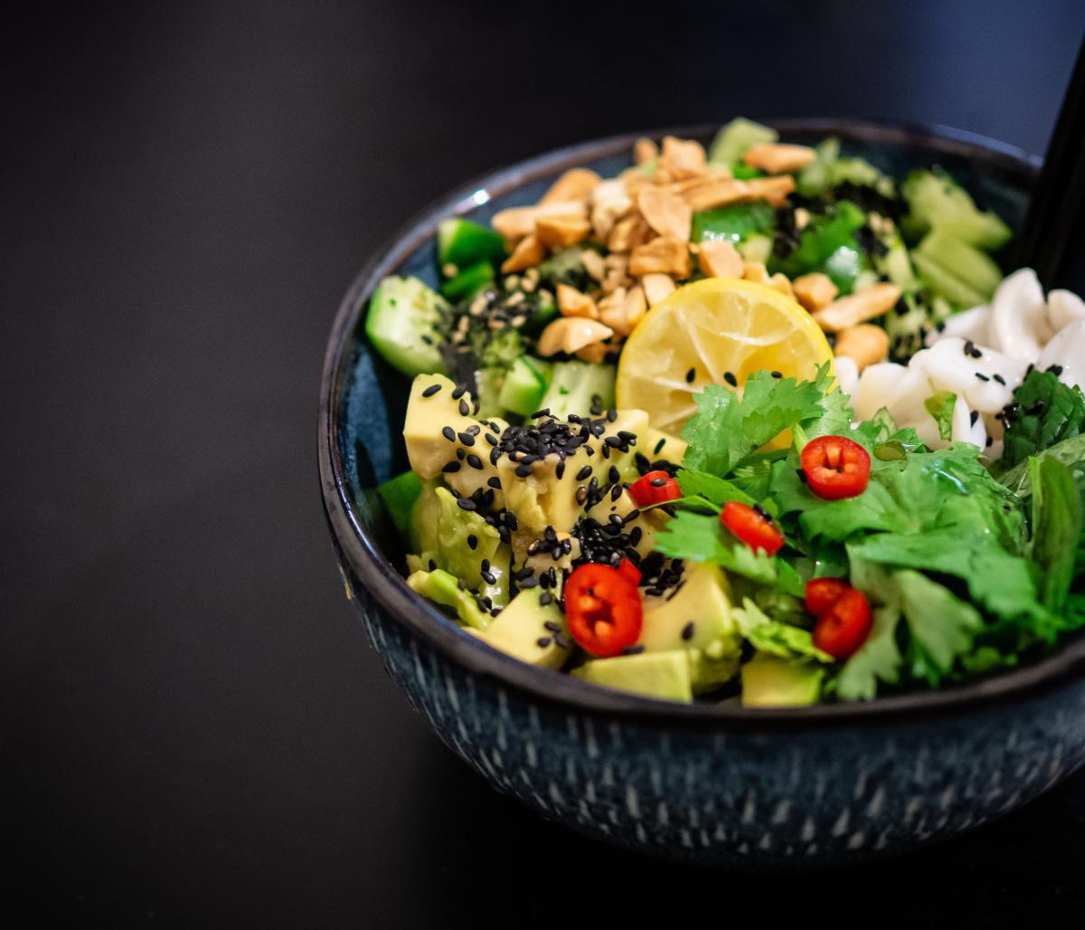 Large salad of raw vegetables
