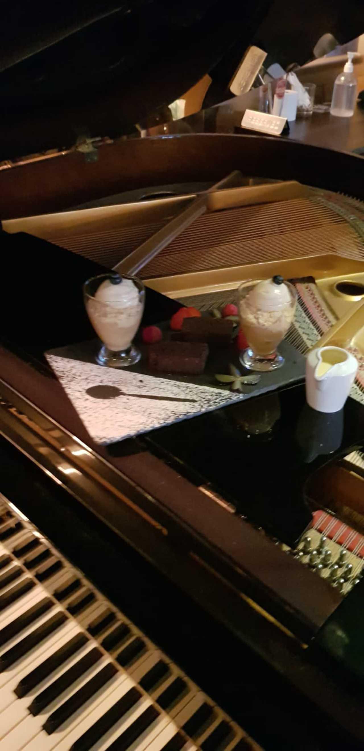 Mulligans Piano & Dessert