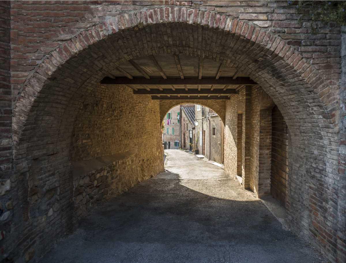 "Da Porta Romana al ""burgus intrinsecus""."