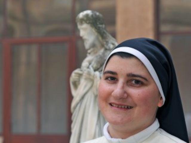 Sor Leticia, Madre maestra