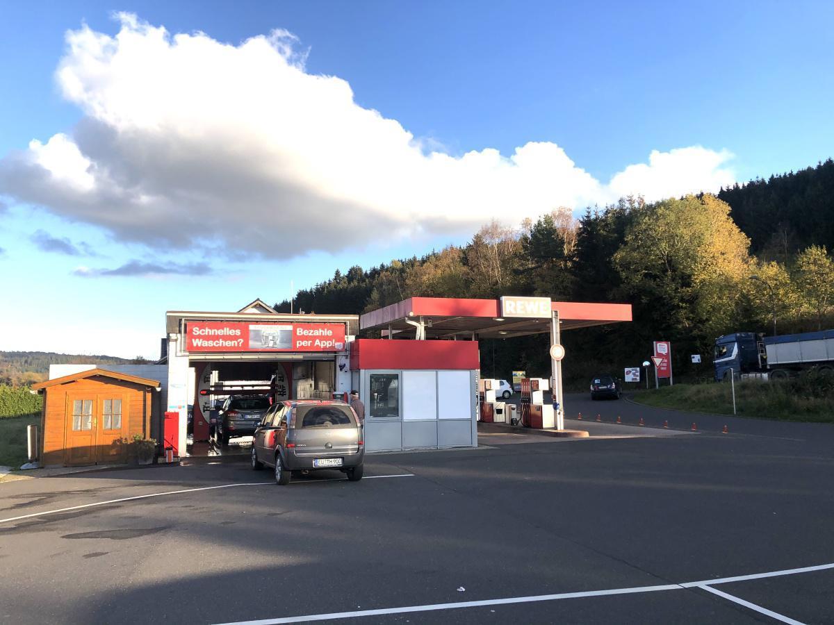 Tankstelle und Waschanlage Rewe-Spodat