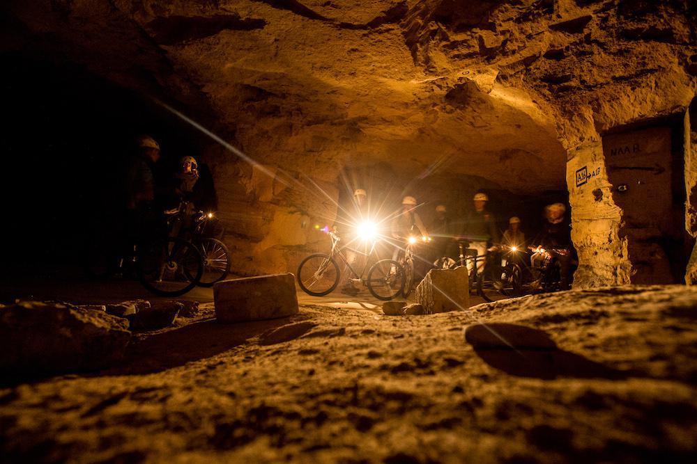 Gesloten | Mountainbiken door de grotten
