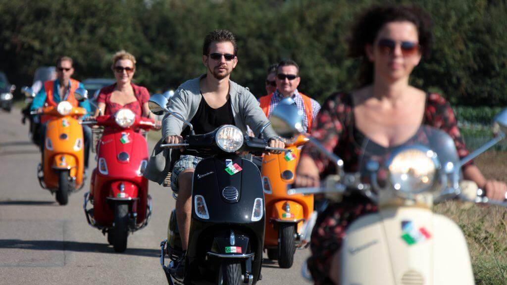 Huur een scooter of Vespa   Ontdek het Heuvelland!
