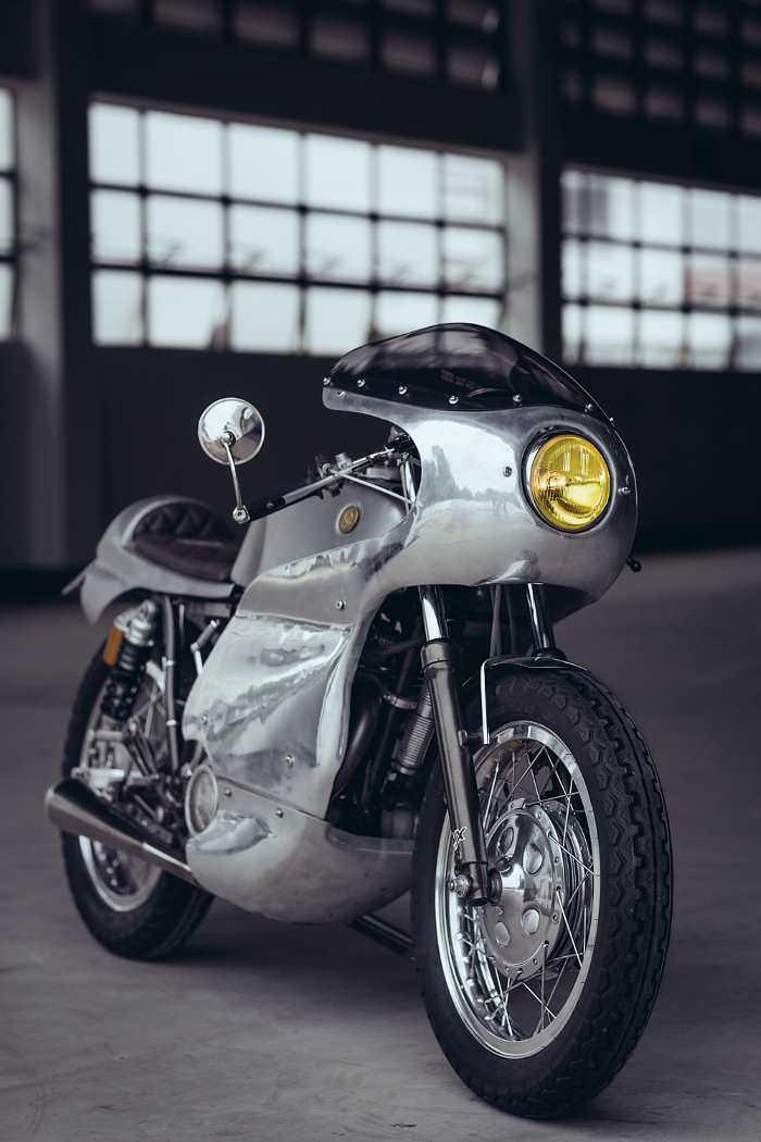 The Yamaha SR400 Cafe Racer: is it made by aliens?