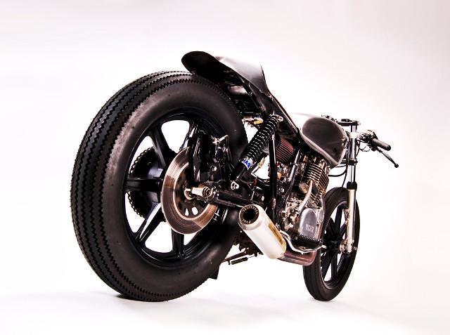 Yamaha SR500 cafe racer – by Johnny