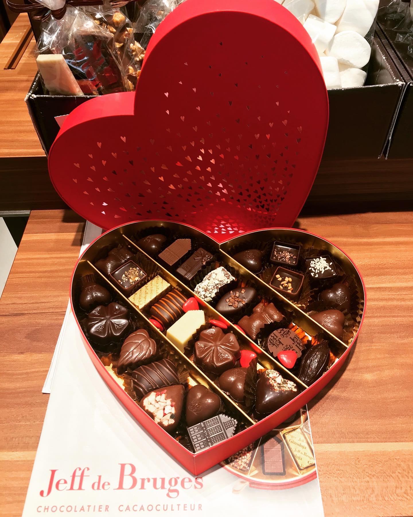 Coffret coeur satin pour une Saint-Valentin des plus gourmandes !