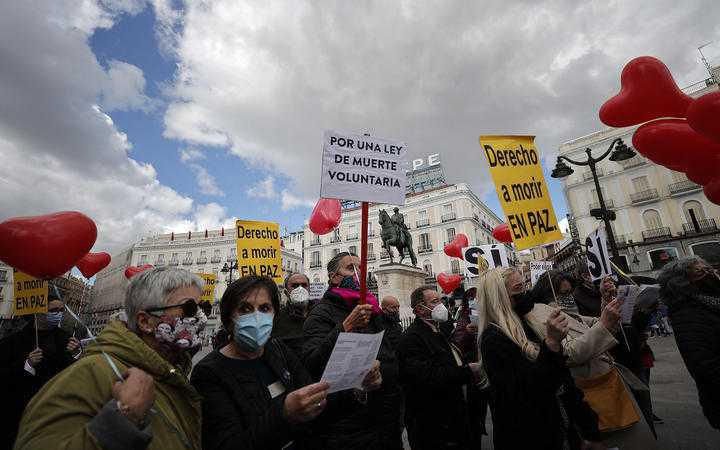 Spain votes to become the fifth EU country to legalise euthanasia