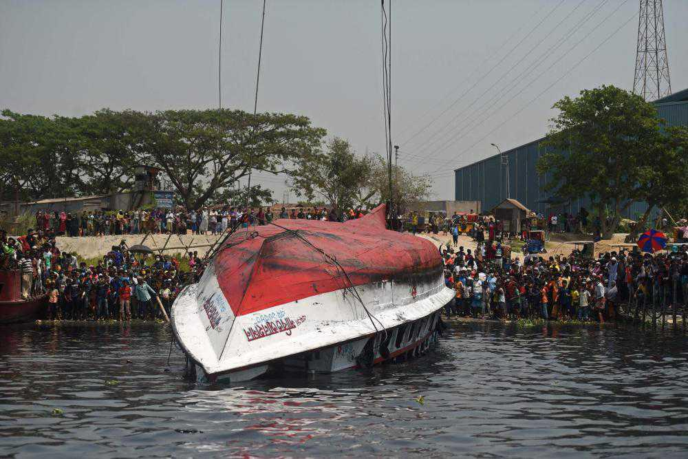 At least 25 dead after ferry sinks in Bangladesh