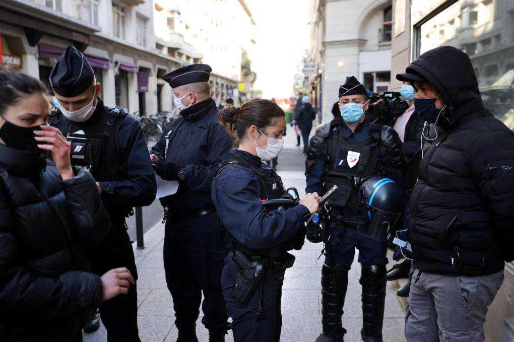 Paris police bust over 110 dinners at restaurant breaking covid rules